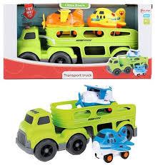 Vrachtwagen met 2 vliegtuien op transport, mat geluid.