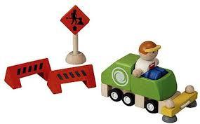 Plan toys veegwagen met verkeers borden.