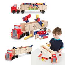 Melissa en dough houten vrachtauto met bouwmateriaal.