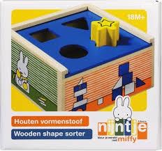 Nijntje houten vormenstoof van hout.33403