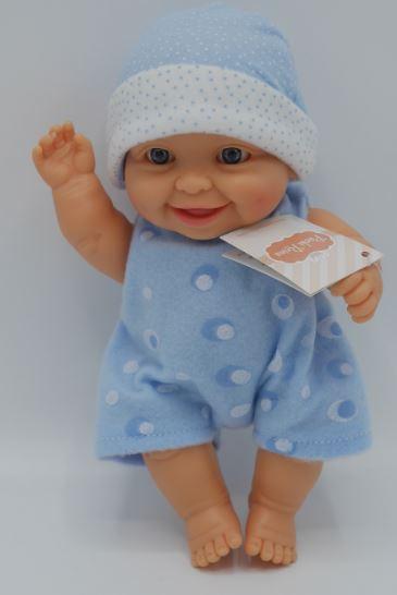 Paola Reina speelpop in pyjama