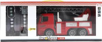 Brandweer wagen hoogwerker met stoplicht en flits paal.