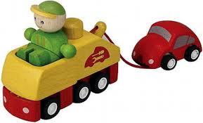 Plan toys sleepwagen met auto van hout.