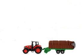 Rode tractor met opraapwagen.