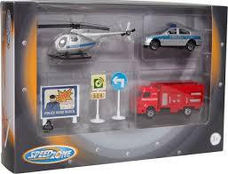 Brandweer politie en helikopter duits met verkeersborden.