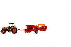 Oranje tractor met rode rooimachine.