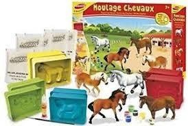 Joustra gietvormen van paarden maken en kleuren,